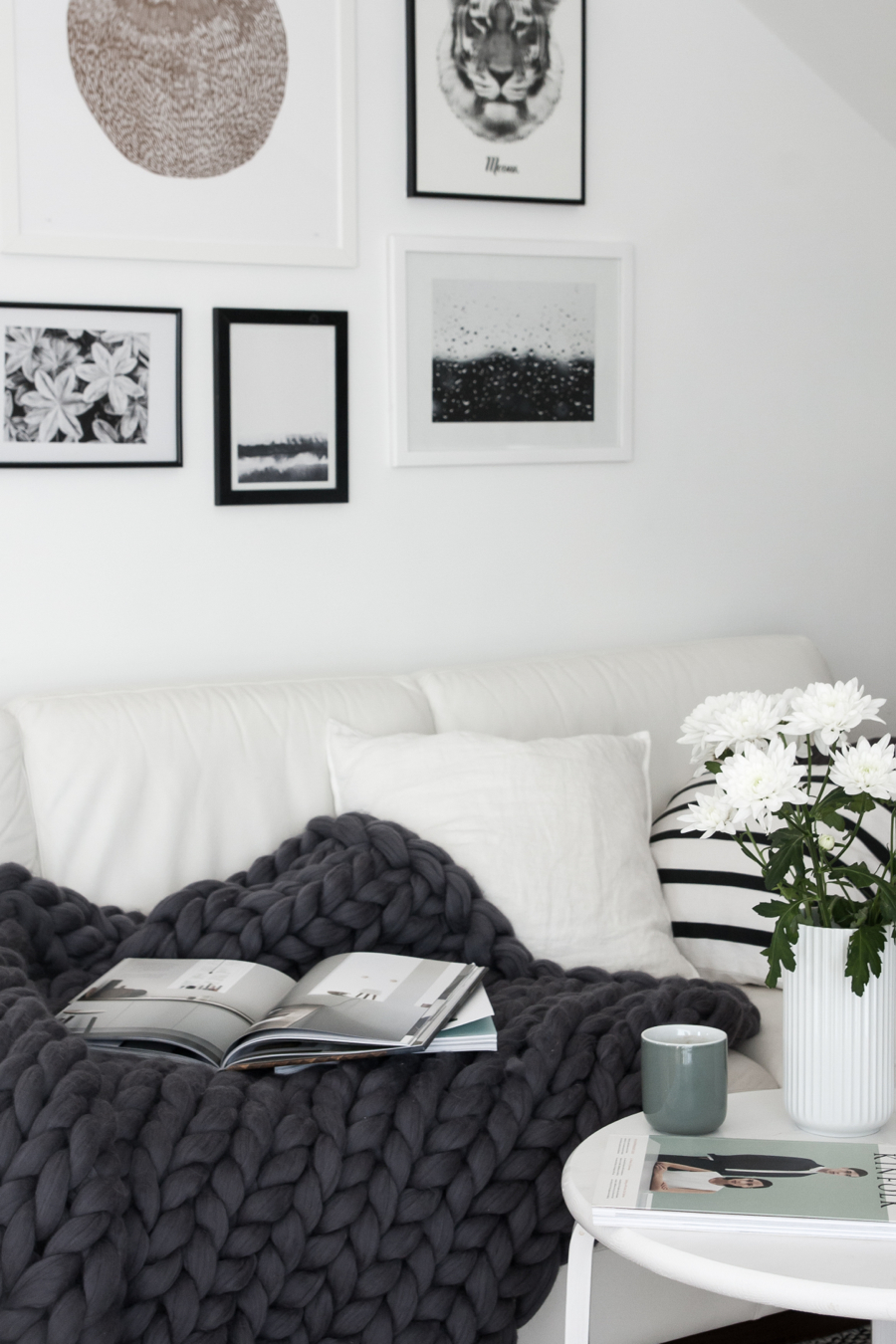 Monochrome-living-room-cozy-chunky-throw-from-Ohhio